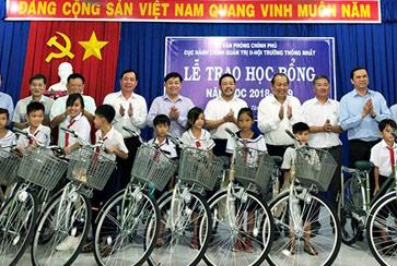Tập đoàn Đất Xanh trao tặng xe đạp, học bổng cho học sinh nghèo tại Tây Ninh