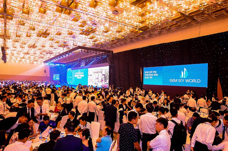 Hàng nghìn khách hàng tham dự sự kiện ra mắt dự án Gem Sky World. Ảnh: Dat Xanh Services.