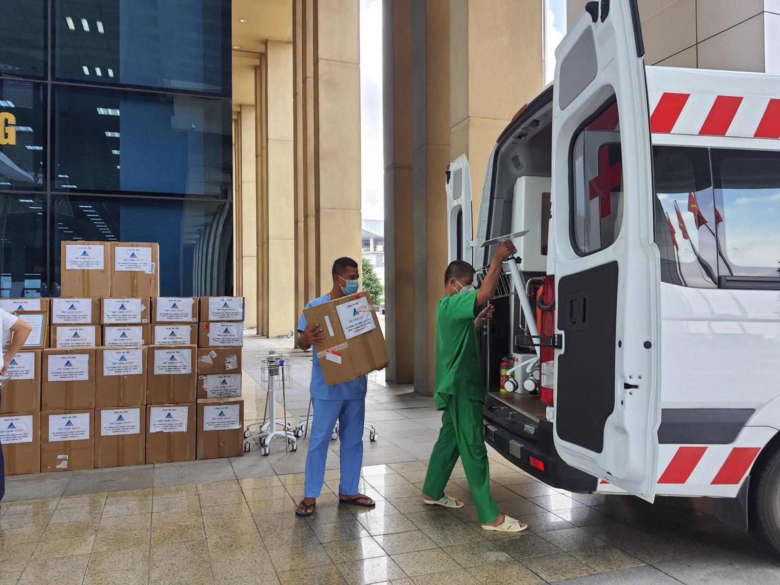 Tiếp nhận 50 máy trợ thở do Tập đoàn Đất Xanh trao tặng-2